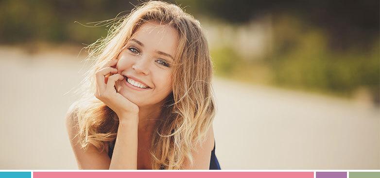 ¿Te despiertas por la mañana con ojeras? Disminúyelas con esta rutina diaria de cuidados faciales que te recomendamos.