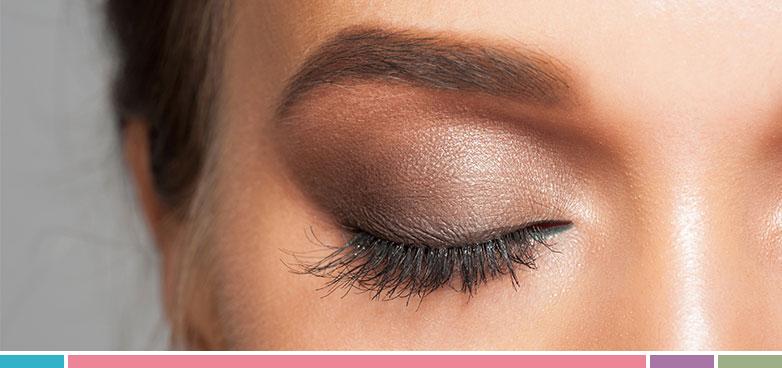 El color de nuestros ojos y su forma son los dos aspectos más importantes que tener en cuenta cuando aplicamos maquillaje en los ojos.