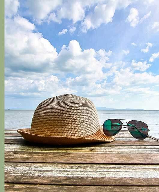 Las gafas de sol son un elemento fundamental para la protección y el cuidado de nuestros ojos frente a la radiación solar, para evitar la aparición de cataratas y otras patologías graves.