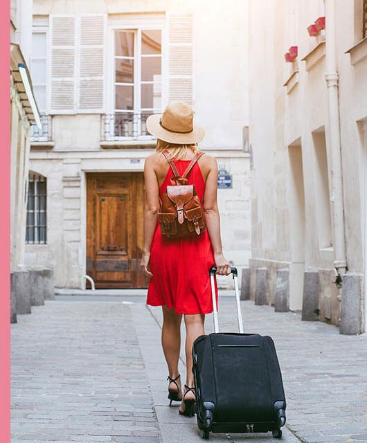 A la hora de viajar, siempre nos surge la misma pregunta en relación con el maquillaje: «¿qué me llevo?».
