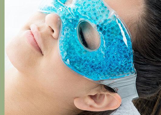 La formación de bolsas bajo los ojos es un problema estético que se consulta cada día con más frecuencia.